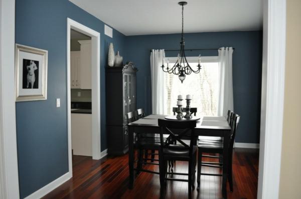originelle-esszimmer-deko-moderne-blaue-wandgestaltung