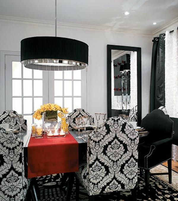 originelle-esszimmer-deko-schwarze-lampe-über-dem-tisch