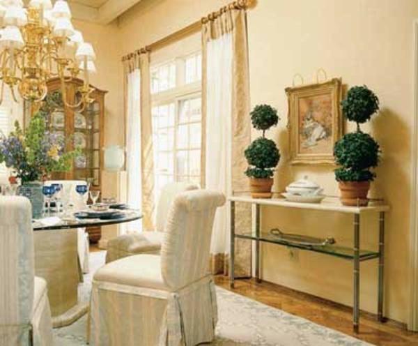 originelle-esszimmer-deko-weiße-stühle
