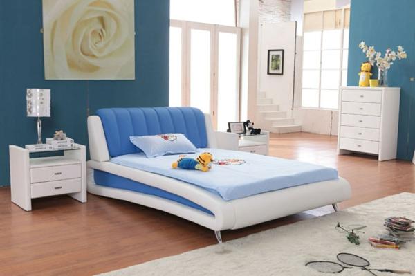 originelle-schlafzimmer-ideen-blau-und-weiß-kombinieren
