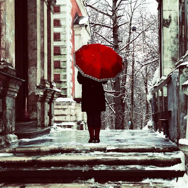 wunderschönes design vom roten regenschirm