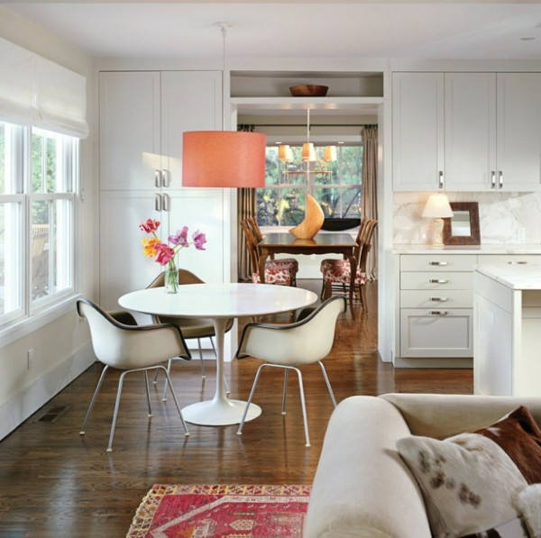 pendelleuchten-für-esszimmer-weißer-schöner-moderner-tisch
