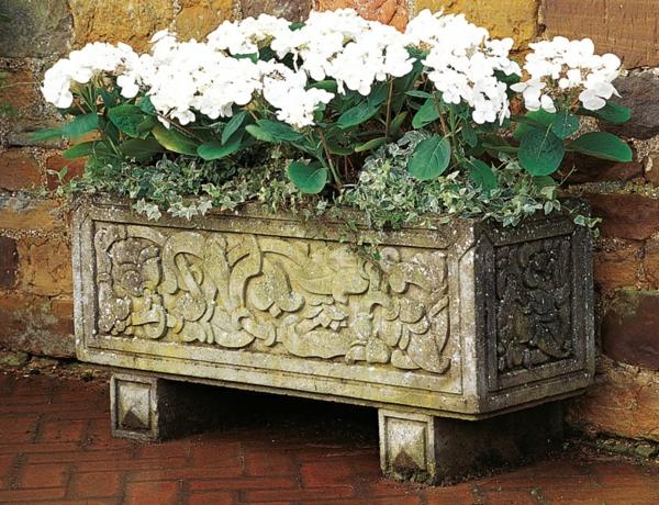 pflanzkübel-mit-schönem-design-antiker-stein