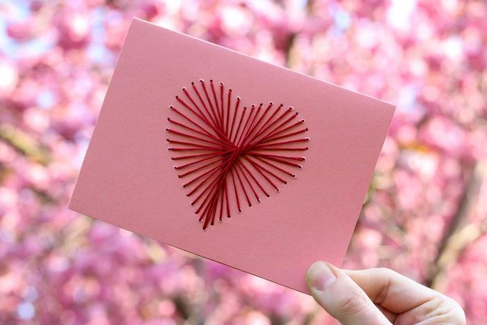 pop up karte basteln geburtstagskarte basteln aus papier valentinstag karte selber machen herz aus rotem faden