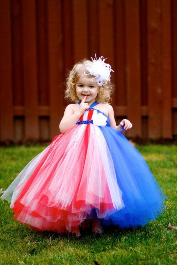 prinzessin-kostüm-für-kind-interessantes-design-vom-kleid-in-rot-und-blau