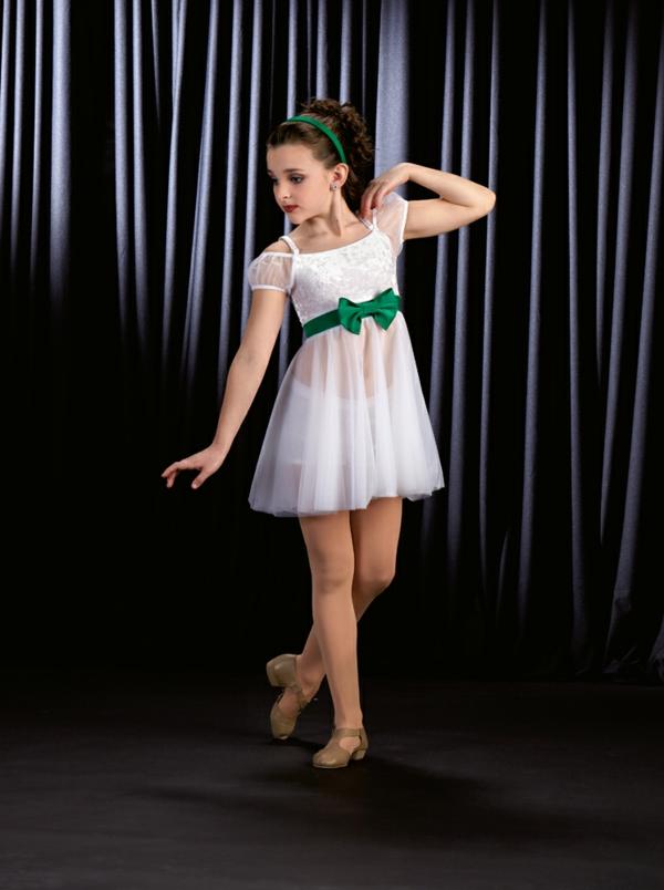 prinzessin-kostüm-für-kind-mädchen-mit-einem-interessanten-kurzen-kleid-mit-schleife