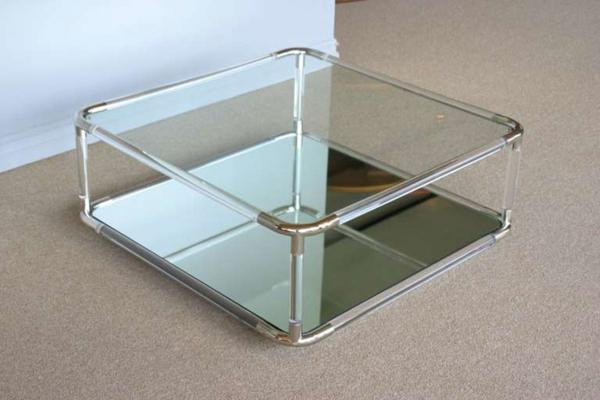 quadratisches-modell-vom-acryl-tisch