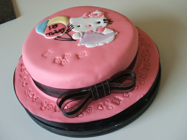 rosa-torte-bestellen-schöne-torten- torten-verzieren-torten-bilder-geburtstagstorten