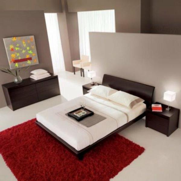 roter-teppich-und-weißes-sofa-im-asiatischen-schlafzimmer
