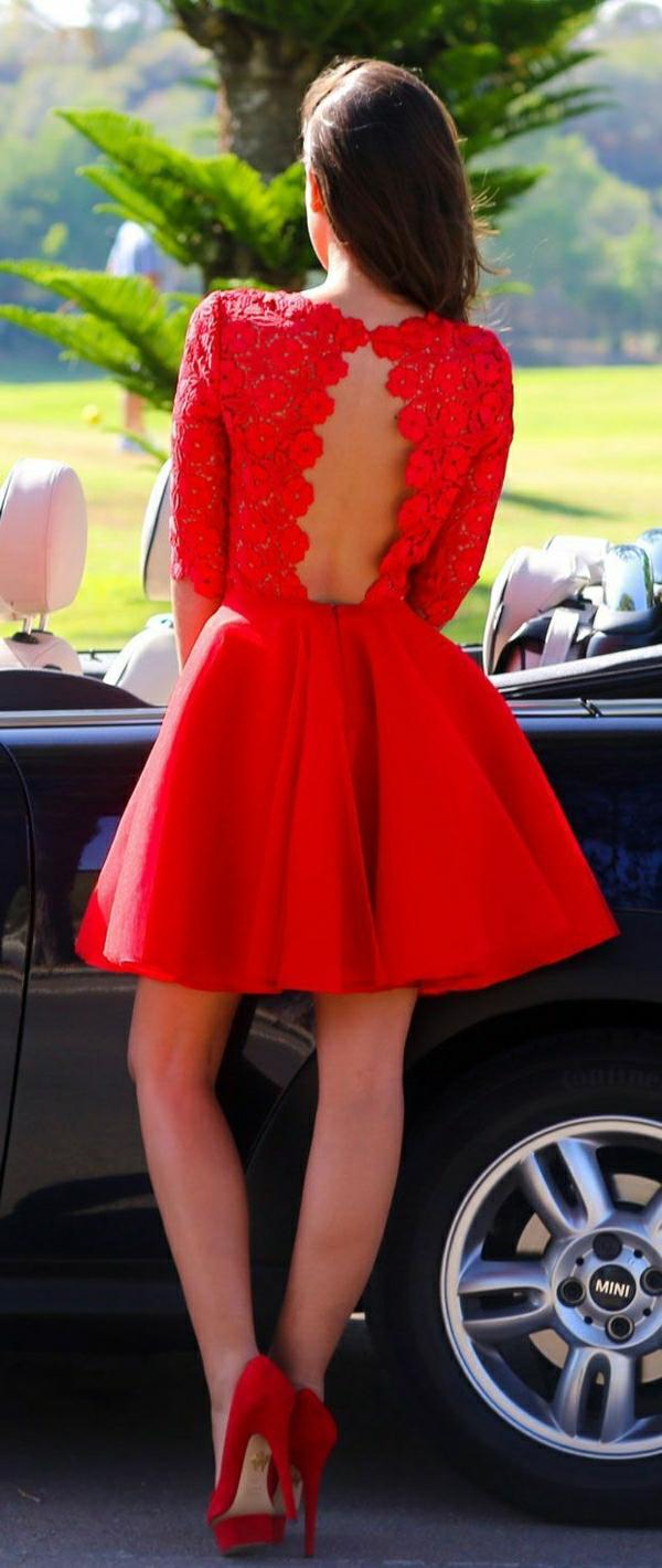 rotes-Kleid-mit-Spitzen-Rückseite