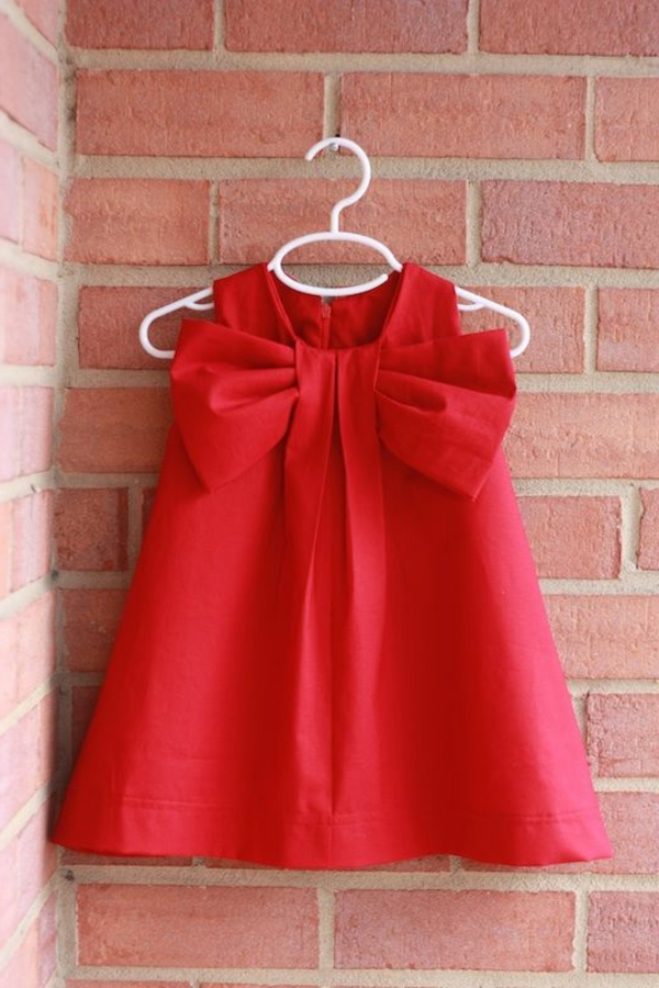 Rotes kleid baby