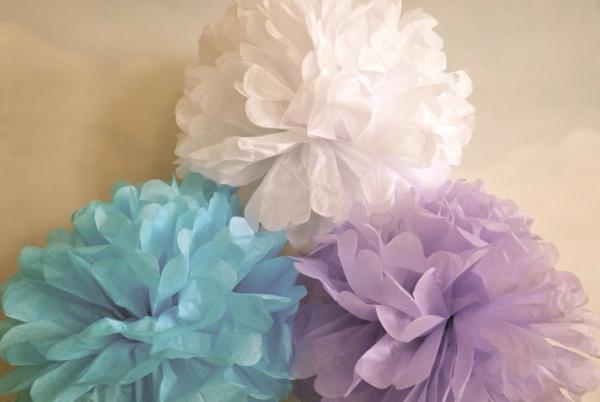 pompons selber machen krepppapier pompon aus fr wie man eine wunderschne rosenkugel aus. Black Bedroom Furniture Sets. Home Design Ideas