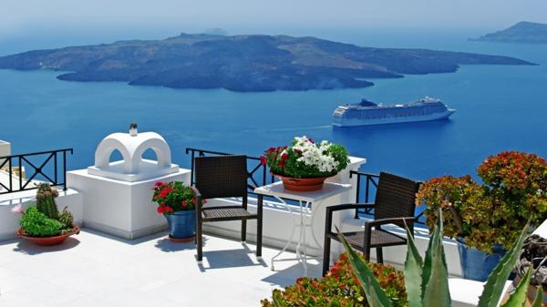 schöne-Meersicht-in-Santorini