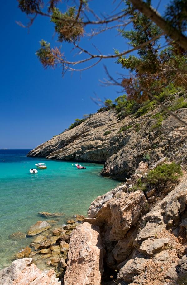 schöner-Strand-in-Ibiza-resized