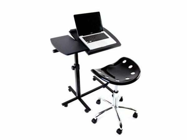 schöner-notebook-tisch-mit-einem-modernen-stuhl