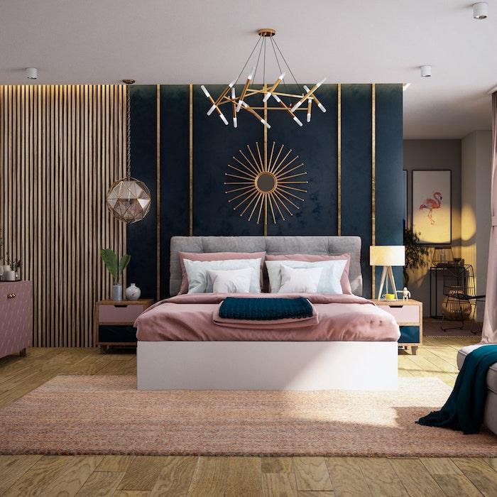 Schlafzimmer gemütlich dekorieren, Spiegel in Form von Sonne, Flamingo Bild, verspielter Kronleuchter, zartrosa Bettwäsche