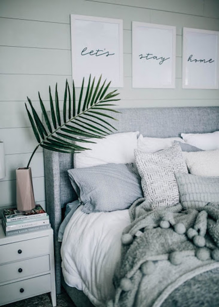 Schlafzimmer Ideen gemütlich, viele Dekokissen und kuschelige Decke