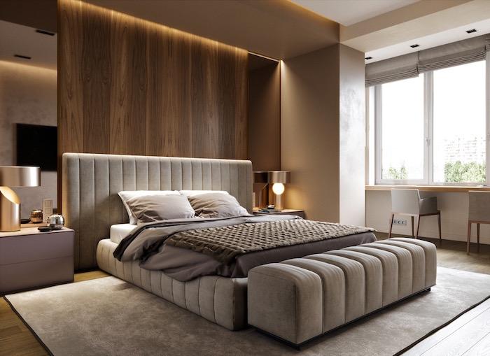 Schlafzimmer in Beige mit Holzwand, praktische Einrichtung für kleine Räume