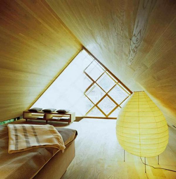 schlafzimmer-mit-dachschräge-beige-farbe