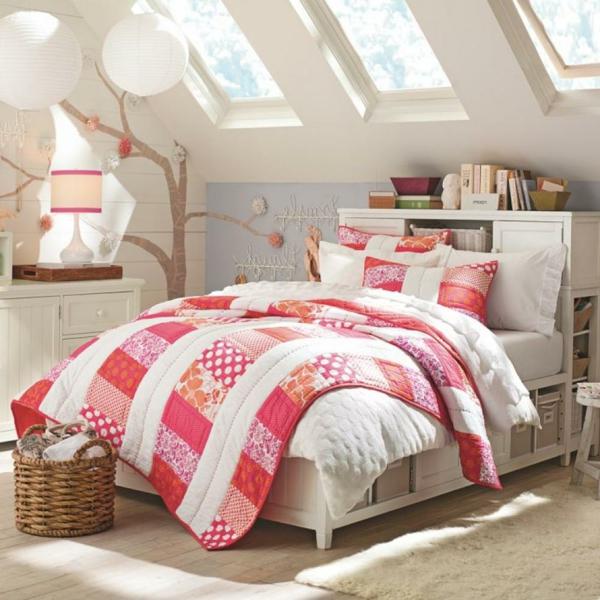 schlafzimmer-mit-dachschräge-helle-süße-gestaltung