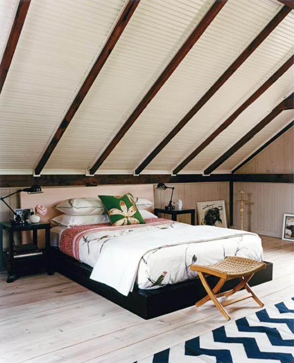 schlafzimmer-mit-dachschräge-weiß-und-braun-kombinieren