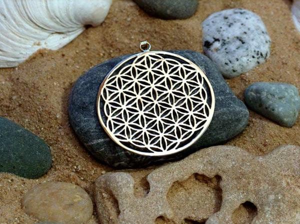 --schmuckstück-silber-schwarzer-band-idee-für-juwel-aus-silber-silberne-juwel