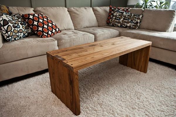 sofa-dekokissen-nesttisch-aus-echtholz