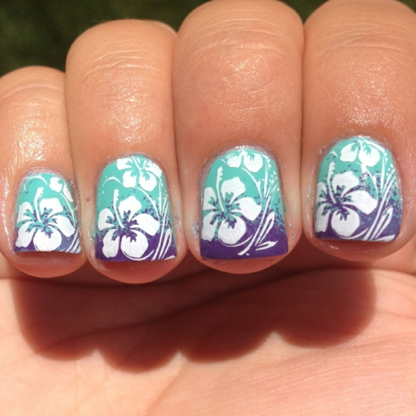 sommer-nageldesign-blaue-farbe-sehr-schönes-modell