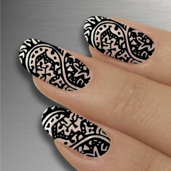 sommer-nageldesign-schwarz-und-weiß-kombinieren