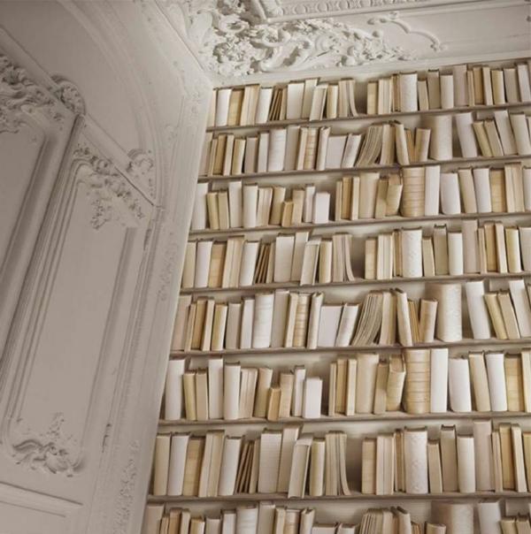 stilisierte-Bücherwand-in-Creme-Farbe-resized