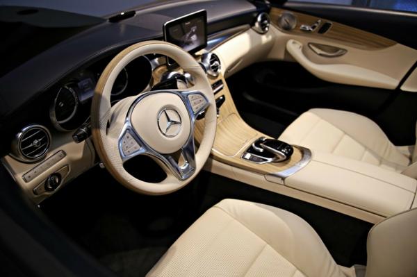 super-interessanter-look-a-klasse-interieur-beige-farbe