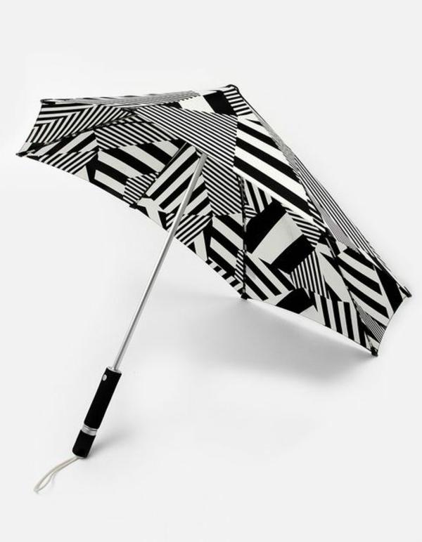 super-regenschirm-in-weiß-und-schwarz