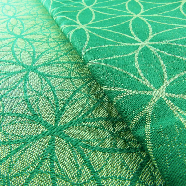 symbolisches-muster-teppich-in-grün-grüne-teppiche-bodenbelag-boden-wohnzimmer