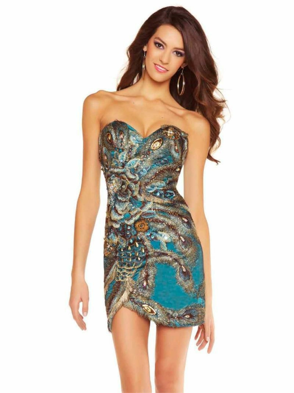 türkisblaues-Kleid-mit-Kristallen-und-Pfauprint