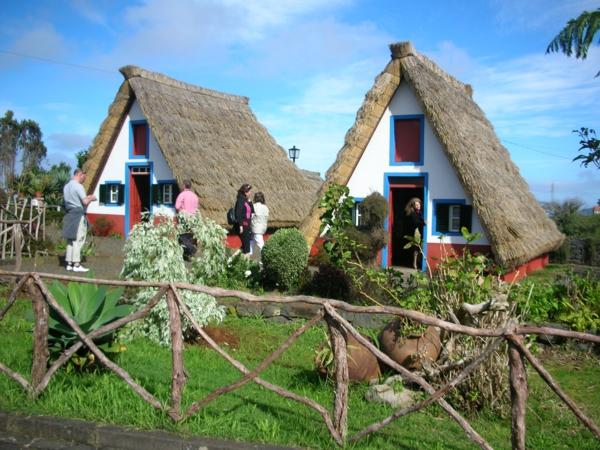 typische-häuser-wanderurlaub-madeira-urlaub-auf-madeira-urlaub-madeira-wandern-wanderreise-madeira