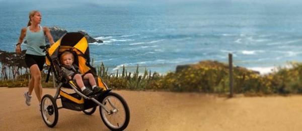 ultramodernes-design-vom-kinderwagen-und-eine-sportliche-mutter