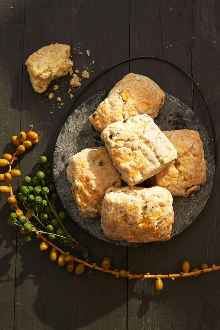 essen für gäste, was gehört zu einem brunch, gesunde kekse, frühstücksbuffet ideen