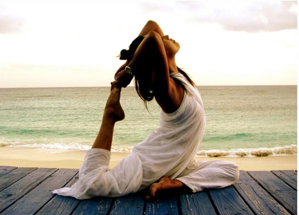 weiße-Yoga-Bekleidung-resized