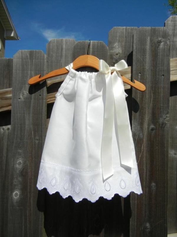 weiße-süße-babykleidung-babymode-online-günstige-babymode