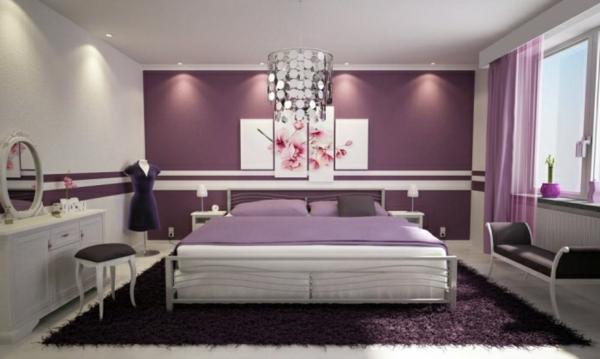 weiße-und-lila-Wände-und-ein enormes-Lilabett
