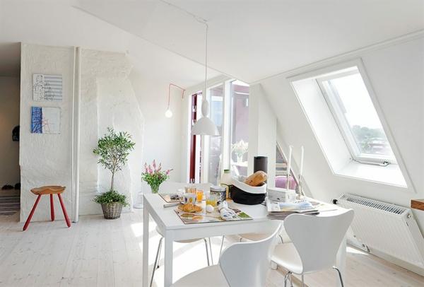 weißes-interieur-esszimmer-in-dachwohnung
