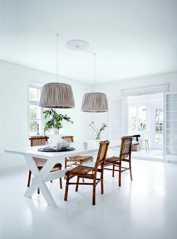 weißes interieur-großes-esszimmer