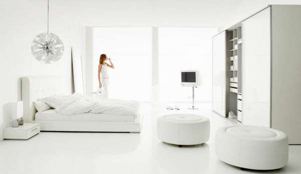 wei es interieur gro es modernes schlafzimmer. Black Bedroom Furniture Sets. Home Design Ideas