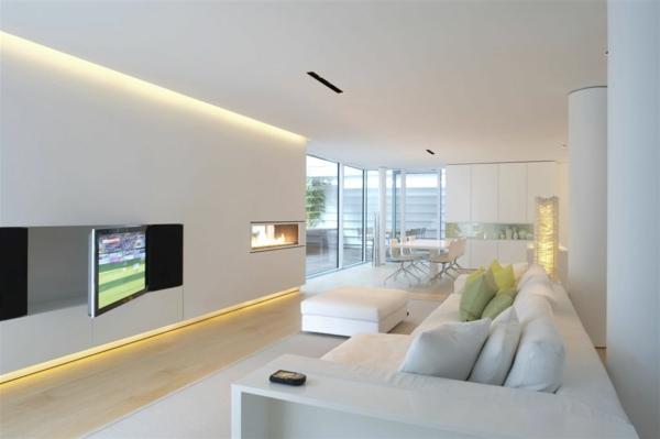 weißes-interieur-wohnzimmer-mit-interessanter-beleuchtung