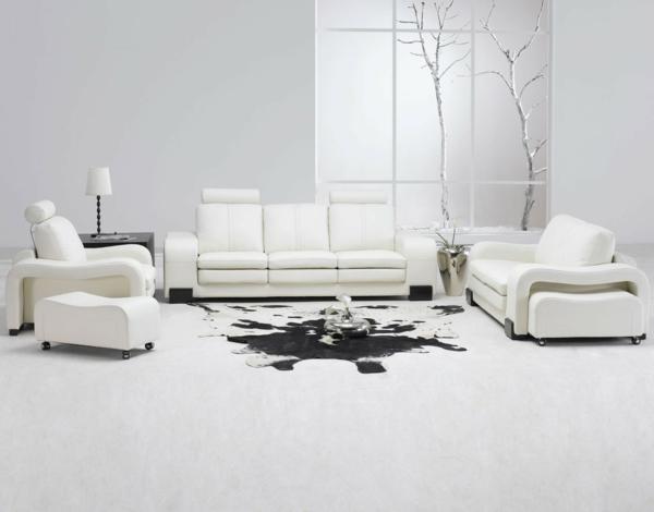 weißes-interieur-wohnzimmer-mit-modernen-möbeln