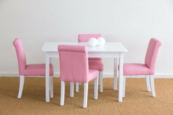 weißer-tisch-für-kinder-und-kleine-süße-rosige-möbel