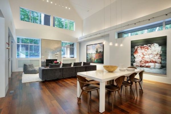 weitläufiges-wohnzimmer-mit-moderner-ausstattung