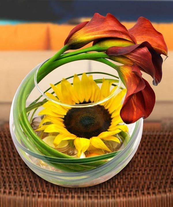 wunderbare-tischdeko-mit-blumen-wunderschöne-gelbe-blumendeko-in-gelb-sonnenblume-im-glas