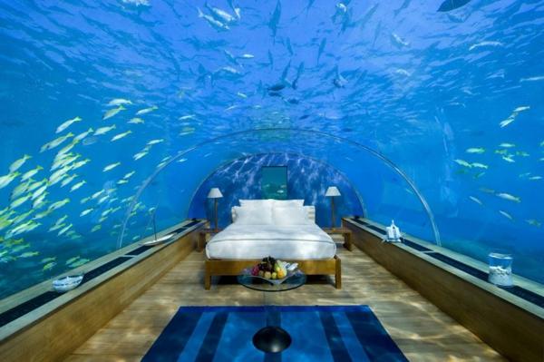 zimmer-schlafzimmer-unter-dem-wasser-urlaub-malediven-reisen- malediven-reise-ideen-für-reisen
