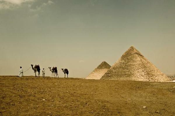 Ägypten-Reise-coole-pyramiden - goldene farbe